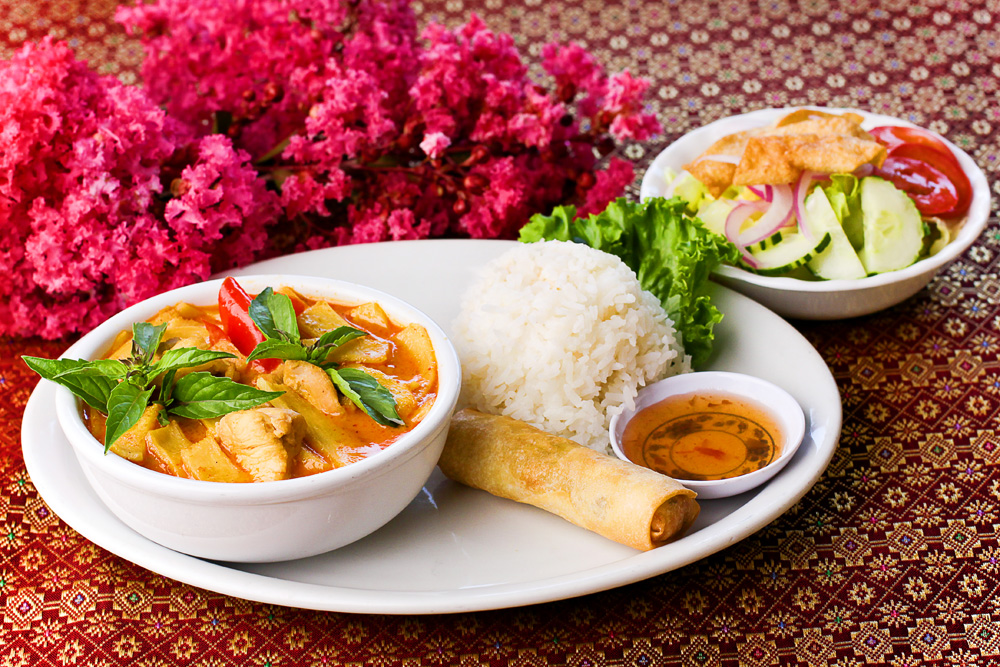 Red Curry Lunch Special | Photo by Debra Thornton